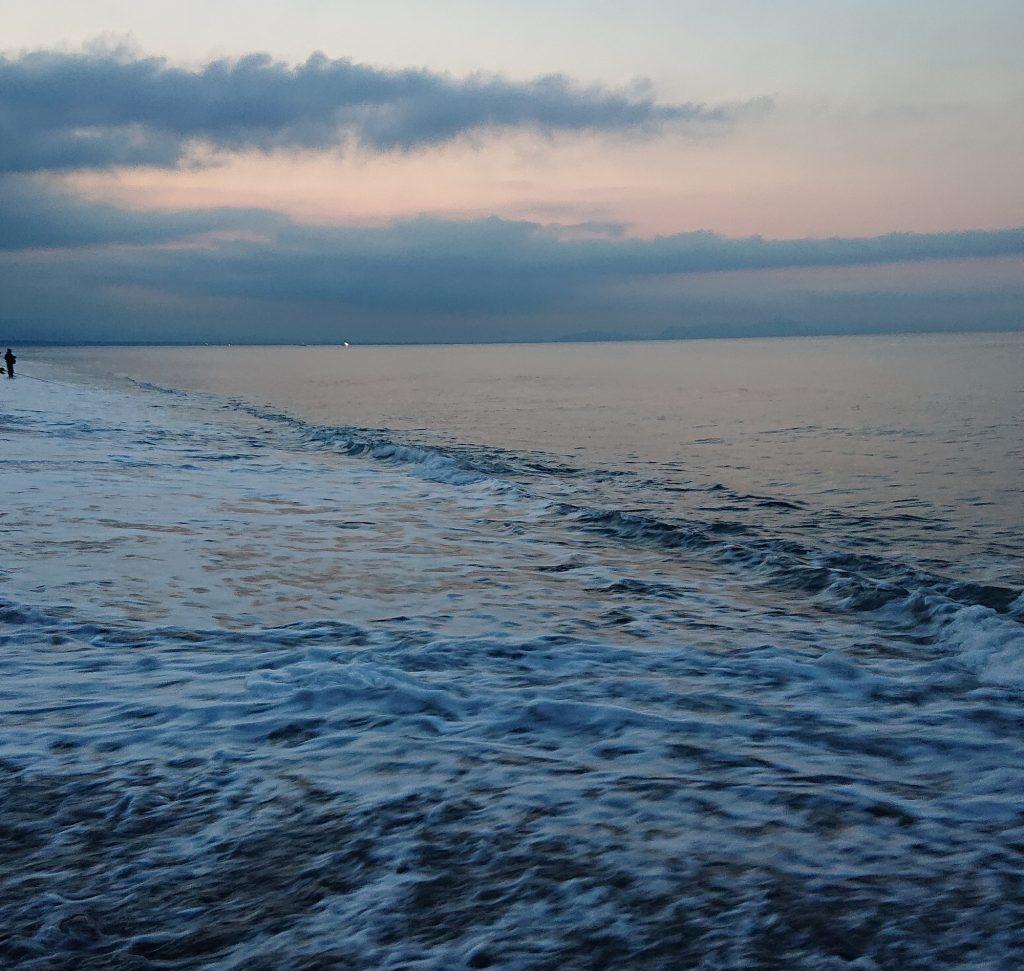 いい感じの波間