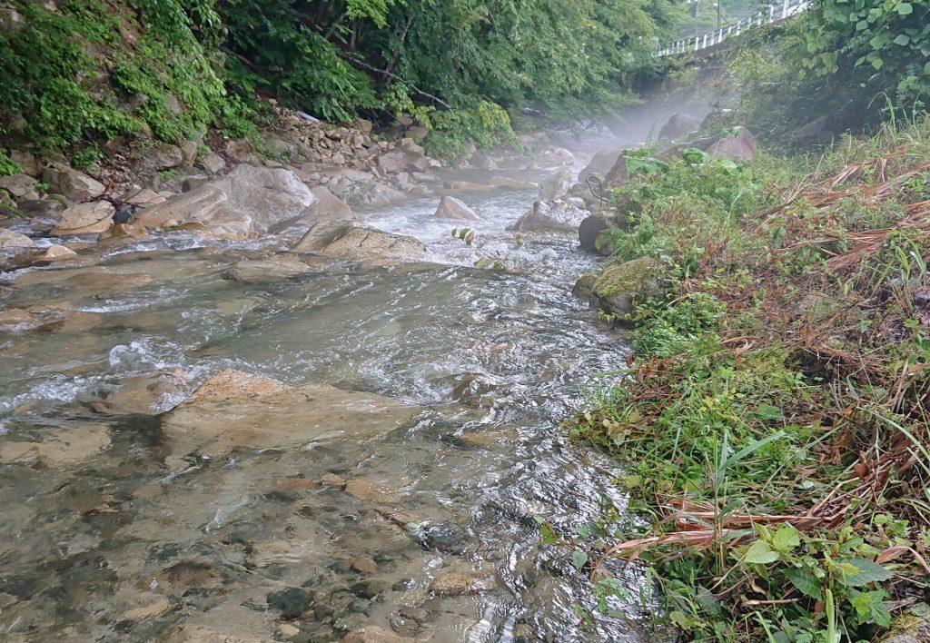 幻想的な川面