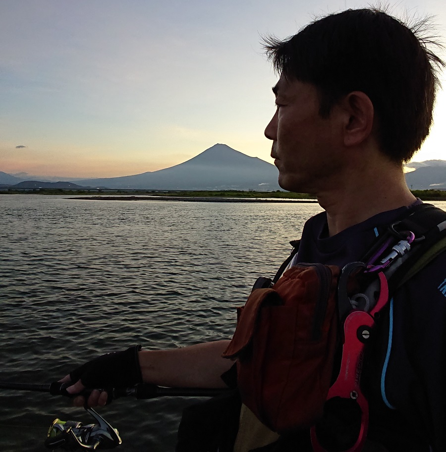 霊峰富士をバックにてルアーフィッシング!
