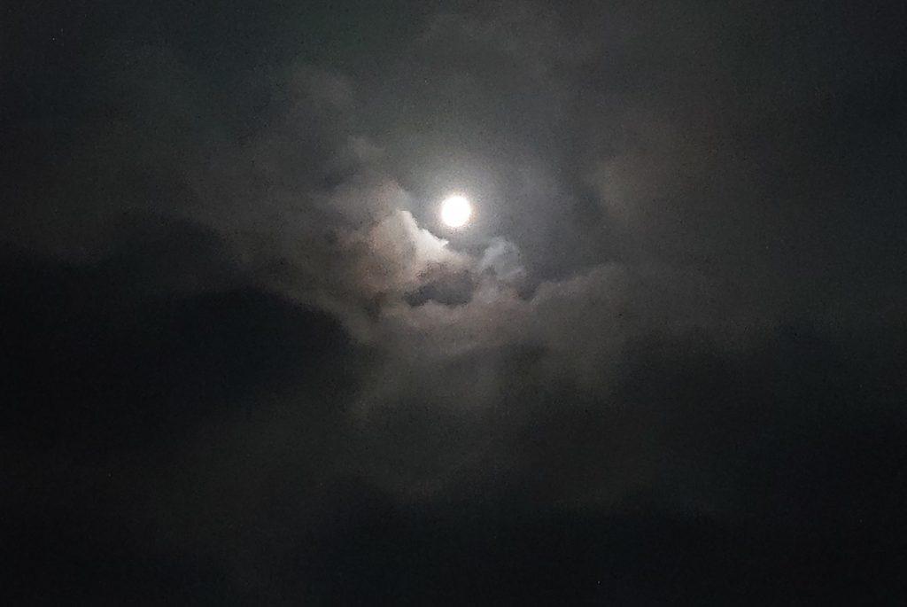 満月がとても綺麗