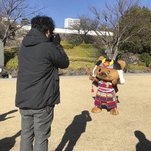 信玄公祭りデザインを受注!菱丸君の撮影を行いました。